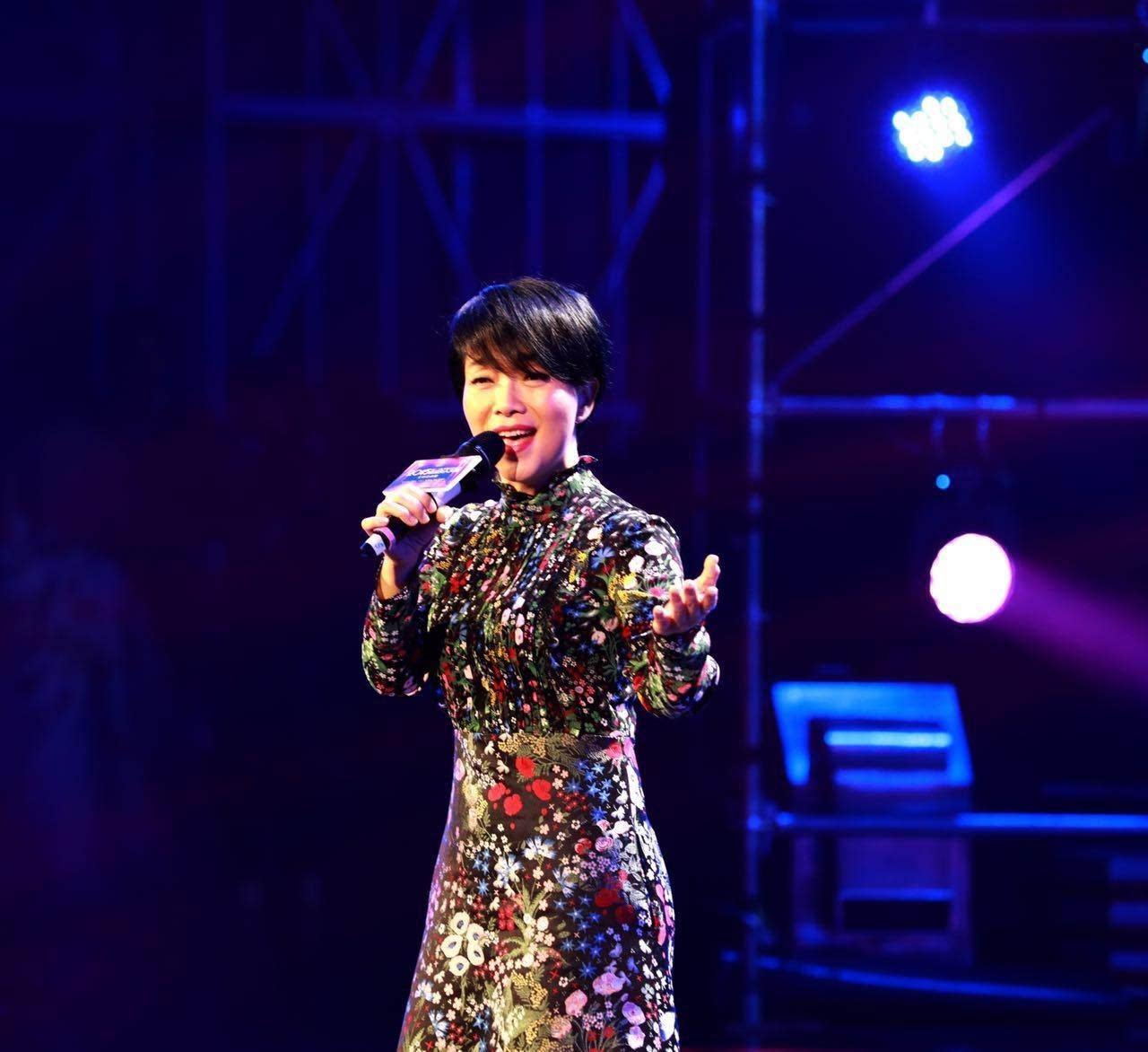陈明�\��m���y��_著名歌手陈明担任评委并现场演唱歌曲