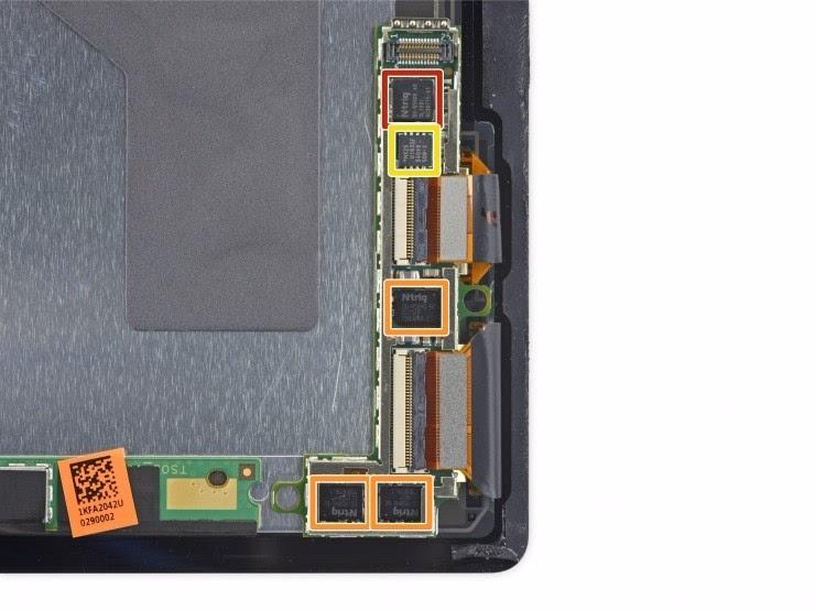 屏幕背侧底部有小型电路板