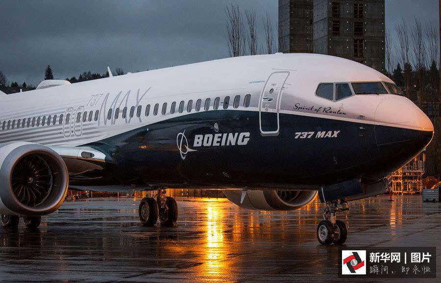 波音首架737 max飞机出厂亮相[组图]