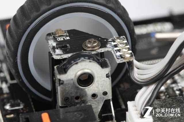 赛睿sensei无线版游戏鼠标滚轮编码器电路板特写.