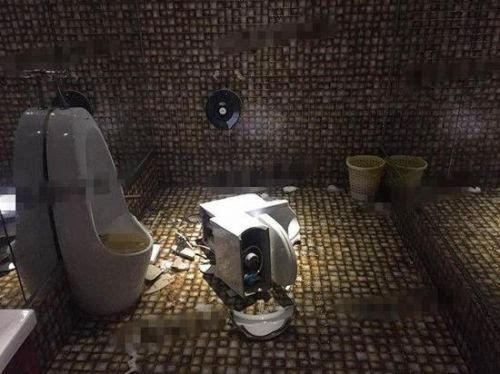 女子如厕遇马桶爆炸:刚蹲下屁股就炸开花了