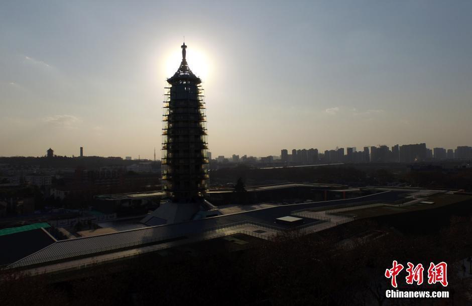 南京琉璃塔夜景图片