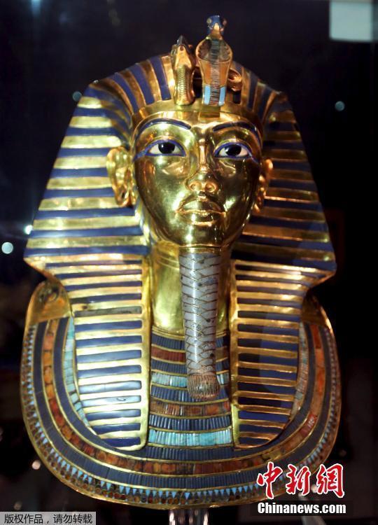 蜡粘胡须,就像古埃及人原先打造这面具时一样,是很自然的粘合图片