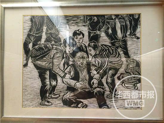 """中国画,油画,版画,拼贴画等多种形式的作品,展示他们心中的""""中国梦""""."""