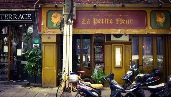 文艺的复古情怀小花咖啡馆地处安福路,这里如今是上海文艺风格店铺