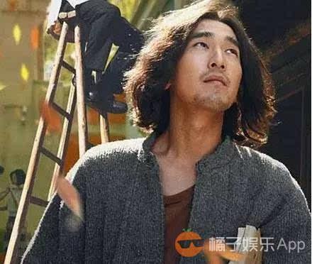 《九层妖塔》里的胡八一是赵又廷,一脸好男人长相.