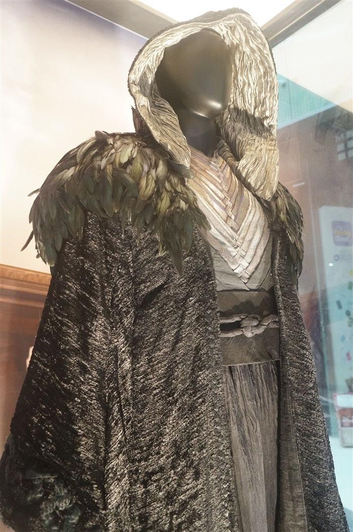 魔兽电影全球主题展成都布展 原版服装道具抢