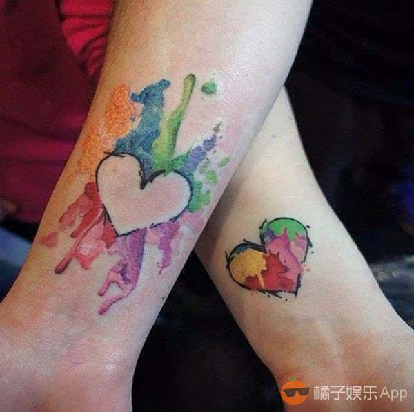是母女也是闺蜜 相同的纹身证明我爱你!