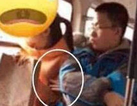 连39路公交车上意境男骚扰女眼镜公然捏胸十图片乘客好看女生图片