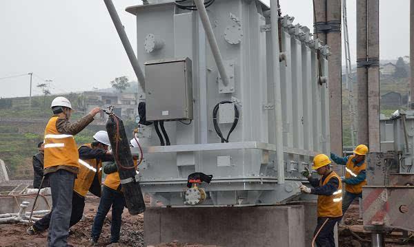三南铁路首座110kv牵引变压器安装就位