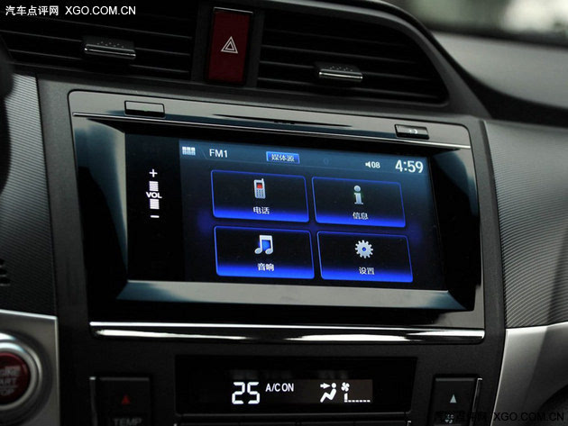 7英寸触控屏支持智能屏互联,让操作更简单。 1.8L领先版 CVT版市场指导价:13.98万元 CVT领先版比豪华版增加了5000元,在配置上增加了LED日间行车灯、外后视镜电动折叠与加热功能、自动空调、LWC盲点显示系统、后视摄像头。领衔版对于安全性有进一步提升,适合对安全配置要求较高的消费者,也是很具性价比的推荐。 产品名称2016款 凌派 1.