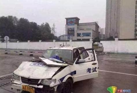 刹车驾考撞穿女子太紧张错把油门当胸罩求考好女生大围墙图片
