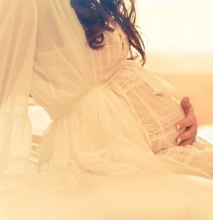怀孕十月肚子�9c%�f_女子怀孕十月以为长胖 肚子疼去医院已有39周身孕