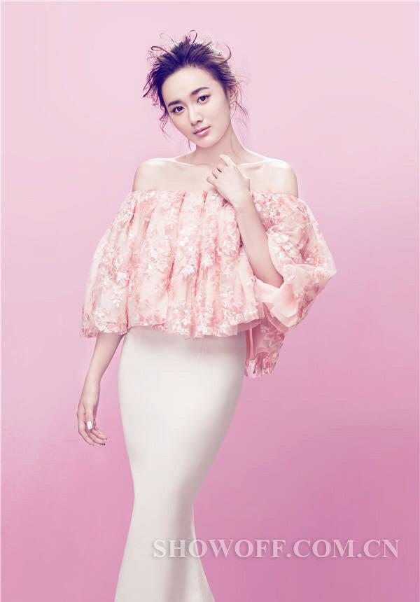 粉色清新壁纸女生手绘下载