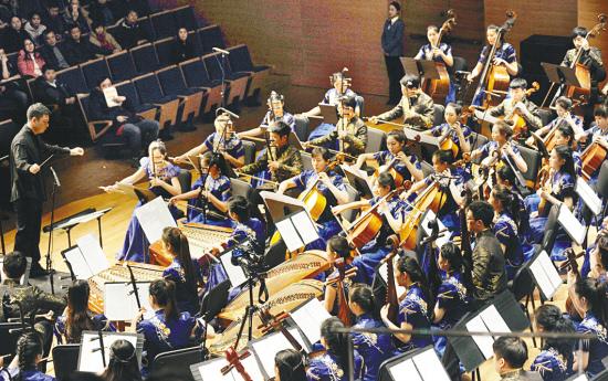 包括民族管弦乐《丰收锣鼓》《丰年祭》《瑶族舞曲》《丝绸之路》