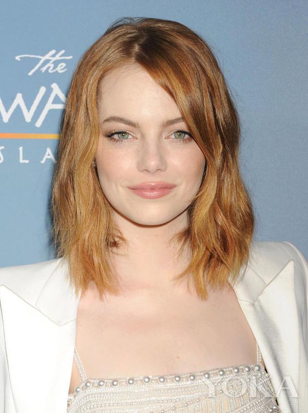 这种中发发型刚好处于短发和长发之间,比lob头更有空气感,karlie