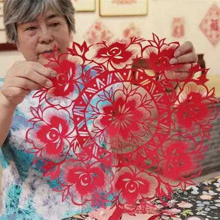 新年六折团花剪纸图案画法