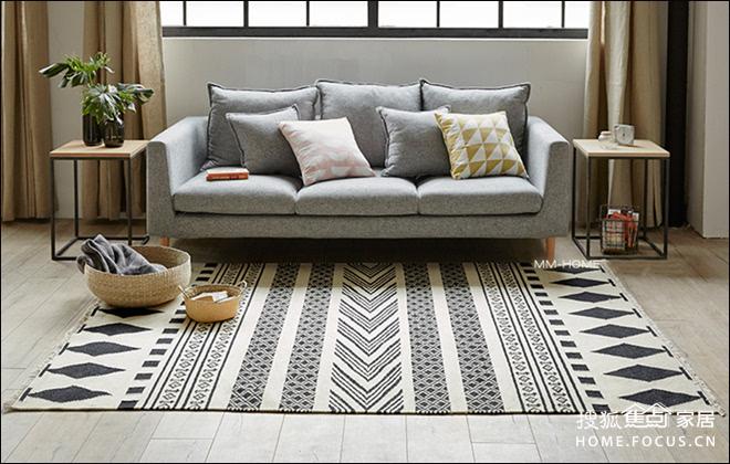 巧用北欧风地毯 丰富客厅空间整体感