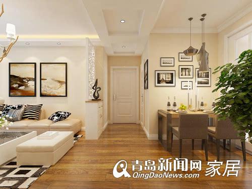 餐厅的灯光以温馨和暖的黄色为基调,顶部做了一圈石膏线,墙面贴了一些图片