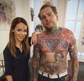 就对纹身产生了浓厚的兴趣,在之后的日子,他逐渐在胸,背,手,脖子,脸图片