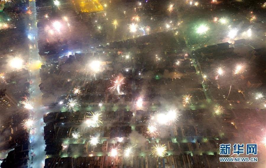 背景 壁纸 皮肤 星空 宇宙 桌面 900_571