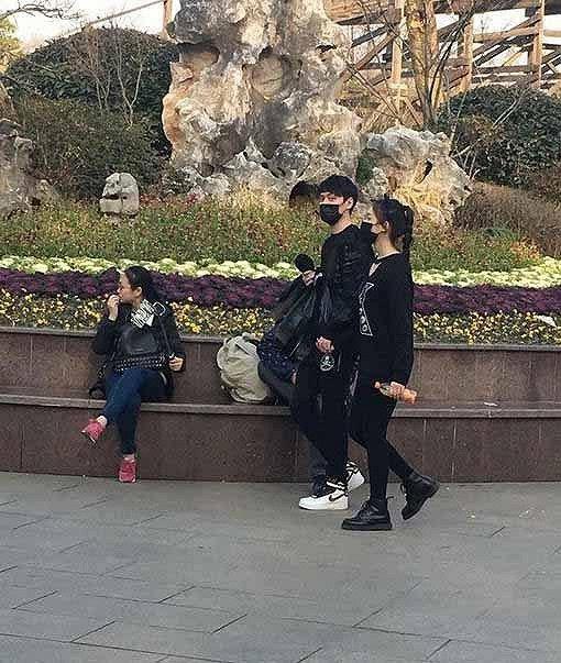冯绍峰疑似牵手星女郎林允图片