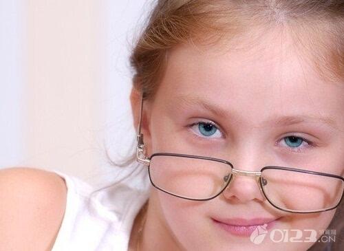 四岁孩子眼睛散光怎么治疗