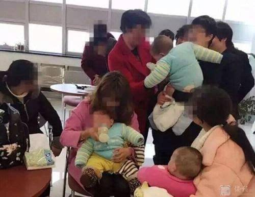 女大学生产下三胞胎 爸爸不承认孩子