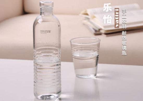 一样的矿泉水瓶,不一样的简单风情图片