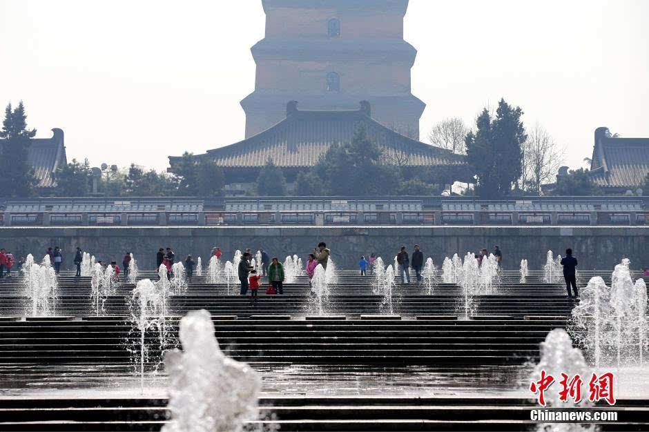 西安大雁塔音乐喷泉设座收费引热议