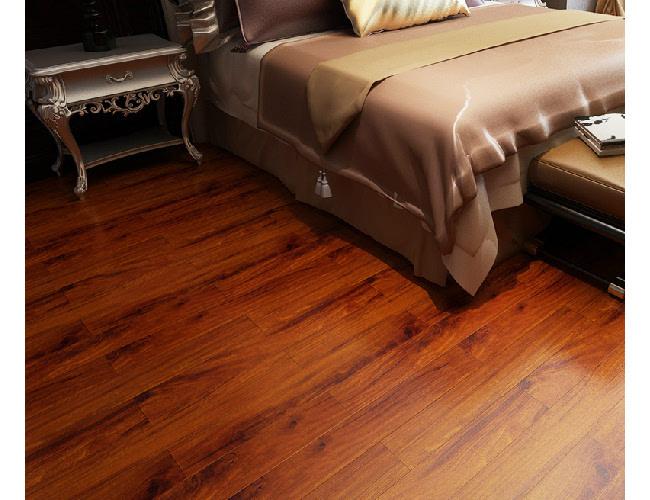 由于强化复合木地板会释放甲醛到空气中