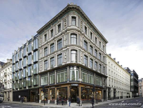 三点透视经常被用在超高层建筑的仰拍或俯瞰拍摄中,显示出建筑物的高