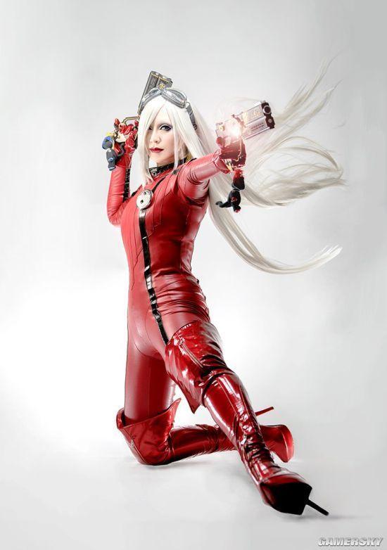 《猎天使魔女》贞德cos 紧身红衣朝天一字马