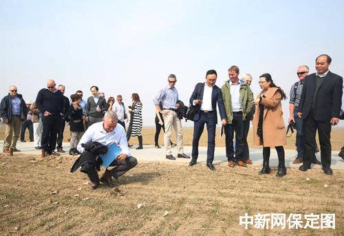 澳大利亚42名农场主到高阳县一农业园区参观