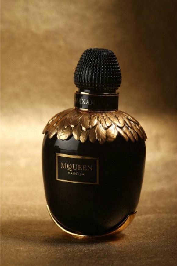 涨姿势:一部关于时装设计师卖香水的简单历史