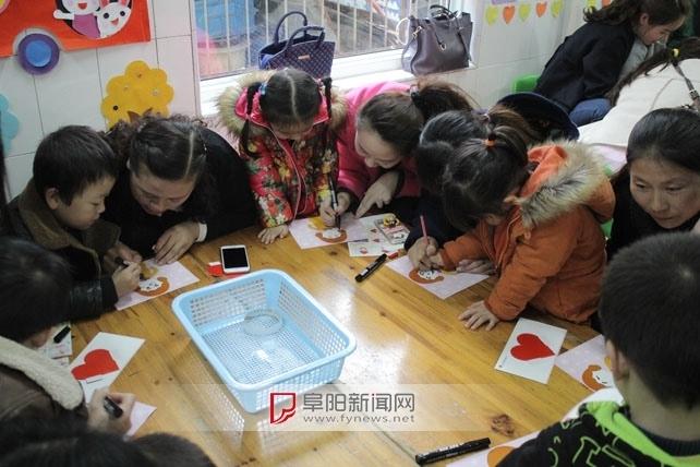 """育才幼儿园小班""""庆三八""""亲子活动"""