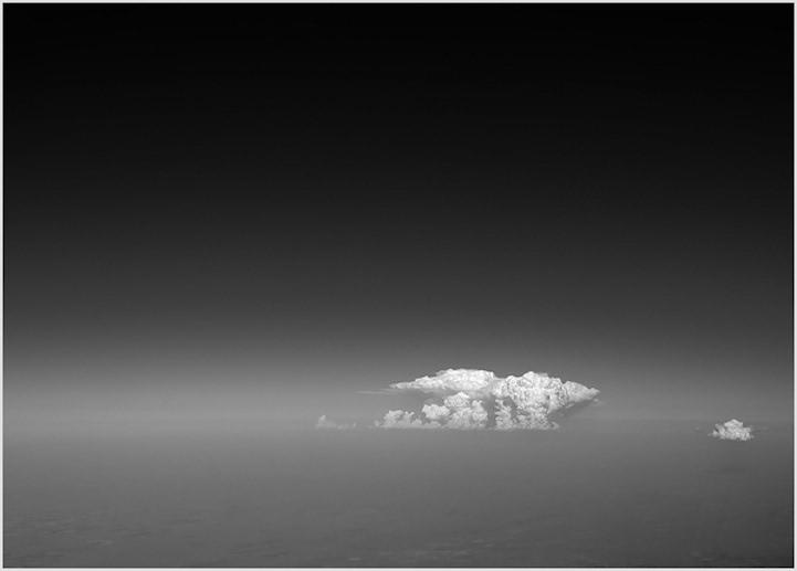 系列黑白分明的抽象画.从天空俯视一望无垠的地球就像是在看一幅幅