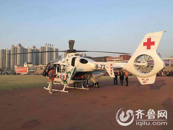 直升机降落后,北京方面的医护人员已经紧急前往