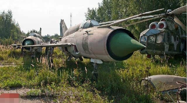 """前苏联世界最大军事""""坟场"""":战机坦克"""