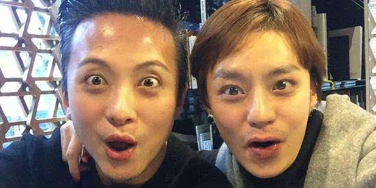 近日,邓超又在微博晒出3张与老婆孙俪的换脸照,网友们再次被笑翻.