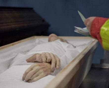 去世两年难火化只能躺太平间 医院不开死亡证明是为啥?-老人去世两