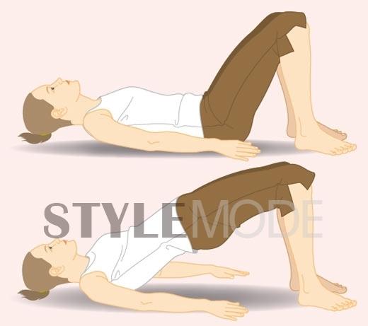 在家里找一个空旷好躺的地方,如果有瑜伽垫垫着会更好喔~双手平放贴图片