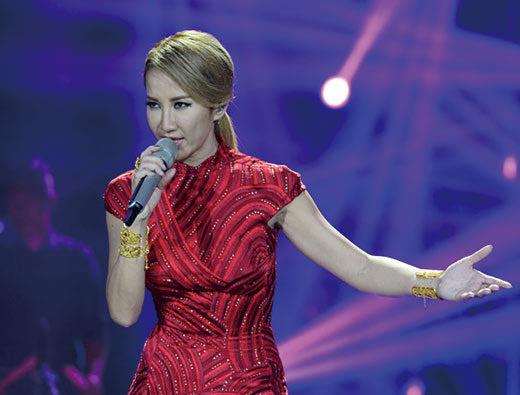 专访《歌手4》李玟:终于穿进了奥斯卡的红旗袍图片