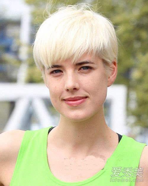 春天给头发一点肤色打理!发色X颜色X发型搭配只烫发尾怎么看看图片