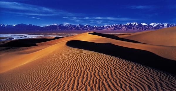 开展阿尔金山,阿拉沟,克尔古提,库尔楚大瀑布景区等野营,写生,攀岩等