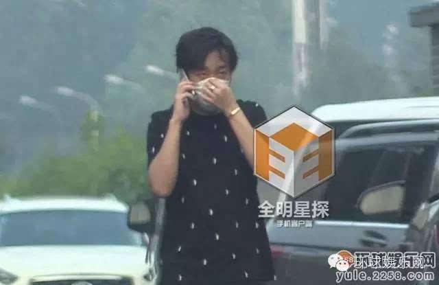 杨洋回京后来到千禧大酒店,先行上楼,留众多保镖在后整理行李.