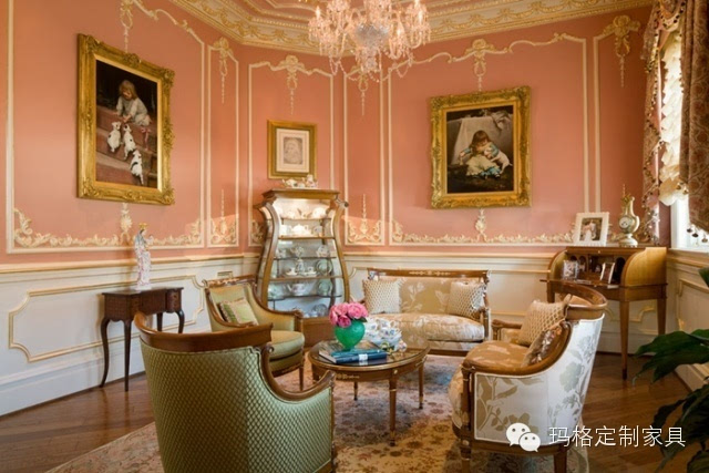 西方茶室后来也随着时间逐渐演变,如今西方茶室一般采用欧式建筑,使用沙发和玻璃桌椅,或者仿制欧洲古典家具,张挂西洋油画,摆设西洋雕塑,增添情调。