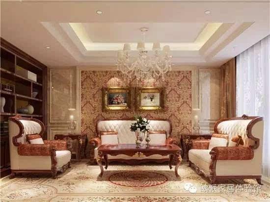 欧式古典的设计风格,家具采用传统的实木纯手工雕刻,哥特式风格的设计