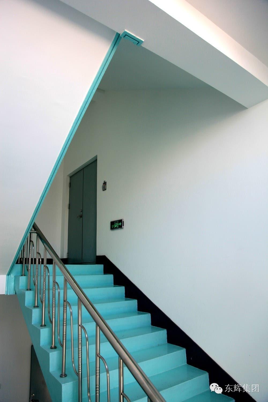 楼梯间水泥砂浆踢脚线效果