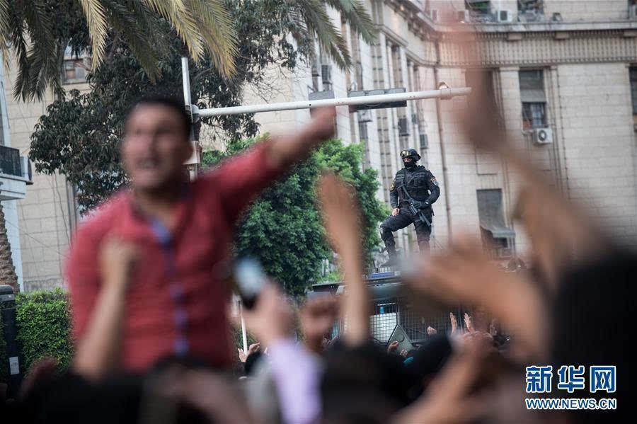 报道援引埃及政府的声明称,蒂朗岛和塞纳菲尔岛本就属于沙特.